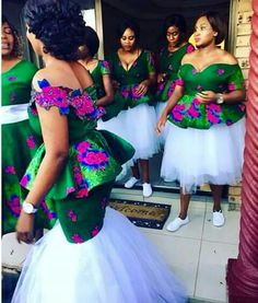 Beautiful Ankara Outfits For Asoebi Ladies 2018 African Traditional Wedding Dress, Traditional Wedding Attire, Traditional Outfits, African Wedding Attire, African Attire, African Dress, Latest African Fashion Dresses, African Print Fashion, Sishweshwe Dresses