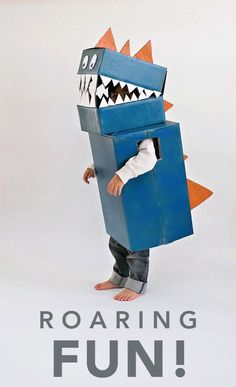 We know that little boys love dressing up for playtime. This DIY dinosaur costume made of cardboard is a quick and easy project!