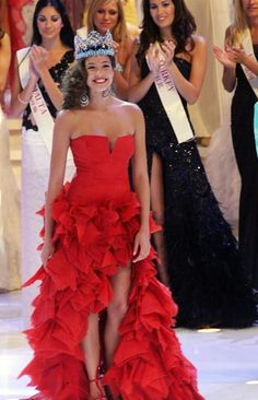 Miss World Azra Akin of Turkey is seen on stage December 2003 at the Miss World contest in Hainan, China. Strapless Dress Formal, Prom Dresses, Formal Dresses, Turkey Photos, Pageant Gowns, Miss World, Beauty Pageant, Actresses, Elegant