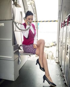 Tight Skirts Page: Uniform Tight Skirts 5 Tight Pencil Skirt, Tight Skirts, Mode Pin Up, China Southern Airlines, Airline Uniforms, Female Pilot, Flight Attendant, Airline Attendant, Rock Outfits