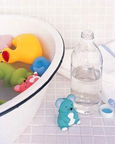 Aman sadece suda oynuyor bu oyuncaklarla ne olabilir ki?