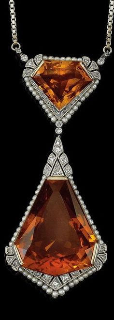 An Oriental pearl, diamond and citrine necklace. White gold 330, Oriental pearls, diameter c. 1.5-2 mm, octagonal diamonds, diamond rhombs total weight c. 0.10 ct, socket fastening, safety fastening, length c. 45 cm, workmanship c. 1930/40, 22.5 g, alteration, replaced parts, case, inscribed Wilhelm Hülse, Juwelier Berlin W., Leipziger Straße, chain segments enclosed, no x-ray exam conducted on this object