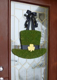 St. Patricks Day Wreath.  St. Pattys Wreath.  Irish Wreath.  Moss Covered Leprechaun Hat.