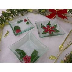 Souvenirs Navideños  En Vitrofusion - $ 55,00 Glass Christmas Ornaments, Christmas Themes, Christmas Decorations, Fused Glass Art, Stained Glass, Glass Fusion Ideas, Glass Fusing Projects, Ideas Navideñas, Lily