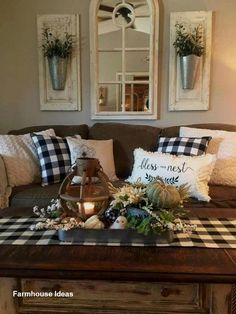 33 Wonderful Elegant Modern Farmhouse Living Room Decor Ideas And Makeover. If you are looking for Elegant Modern Farmhouse Living Room Decor Ideas And Makeover, You come to the right place. Room Makeover, Farmhouse Decor Living Room, Home Living Room, Rustic Farmhouse Living Room, Country Decor, Home Decor, Living Room Decor Rustic, Living Decor, Rustic House