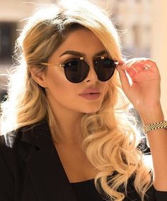 WEBSTA @ platinum__lifestyle_ - Lady @viva__glam Pic by @sheidafashionista #fashion #fashionlover #fashionblogger #stylist #styleinspiration #lookbook #models #stylish #adoro #street #streetstyle #womanswear #womanstyle #perfectbody #inspiration #inspire #motivation #blackandwhite