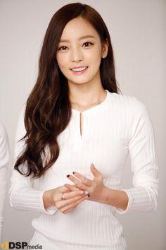 Hara Goo Hara Kara, Asian Woman, Asian Girl, White Letters, Kpop Girls, Asian Beauty, Pretty Girls, Kpop Hairstyle, Superstar