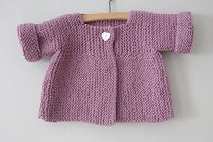 Things For Baby - Petit Patapon - Diy Crafts Crochet Baby Jacket, Baby Cardigan Knitting Pattern, Knitted Baby Cardigan, Hand Knitted Sweaters, Baby Knitting Patterns, Baby Boy Jackets, Baby Vest, Pull Bebe, Baby Kind