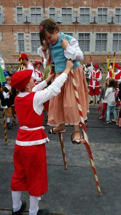 Les échasseurs namurois, combat d'échassiers Initiation, Plays, Europe, Culture, Traditional, Architecture, Life, Art, Folklore