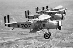Front to back: VJ-7M Curtiss Falcon OC-2 (F8C-3) BuNo A7962, 7J7, VO-8M OC-1 (F8C-1) BuNo A7948, VJ-7M OC-1 (XF8C-1) BuNo A7671, 7J2, OC-2 (F8C-3) BuNo A7950 and OC-1 (F8C-1) BuNo A7947 over Southern California circa 1931.