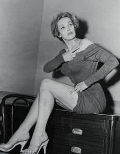 Maila Nurmi So classy and beautiful. This was taken at a Police Station. Maila shows the wounds she suffered at the hands of a deranged man who tortured, abused, and attempted to kill her. She fled his capture and was rescued by police. Hollywood Glamour, Old Hollywood, Pin Up, Cassandra Peterson, Carolyn Jones, Yvonne De Carlo, Maila, Thing 1, Female Actresses