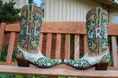 Blinged-out #Baylor boots created by JacqiBling at Paradise Custom Boots for Leslie L. Rogers (LLL), showing her love for BU and her husband (Griffin Rogers III, or GR3). #SicEm (via JacquiBling on Twitter)