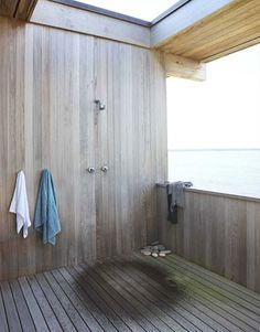 Making Use of Outdoor Space    The outdoor shower off the master bedroom is Tamarkin's favorite spot in the house. Outdoor Baths, Outdoor Showers, Outdoor Bathrooms, Outdoor Rooms, Indoor Outdoor, Sauna, Beach House Decor, Home Decor, Interior Exterior