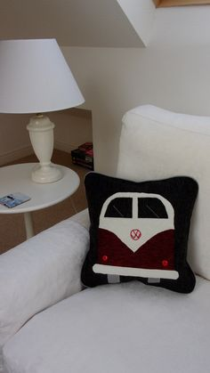 The world favourite camper van depicted on cushion covers in various different colours everyone uniq Cushion Pads, Cushion Covers, Free Motion Embroidery, Camper Van, Textile Art, Different Colors, Upcycle, Recycling, Applique