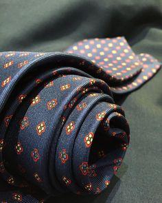 Details make perfection #emarinella #silk #tie #flower #pattern #menswear #gentleman #musthave #accessories #items #timeless #elegance #class #exclusive #luxury #bespoke #gentlemanstyle #stylish #style #dapper #dashing #sprezza #sprezzatura #naples #napoli #hongkong #handmade #handcrafted