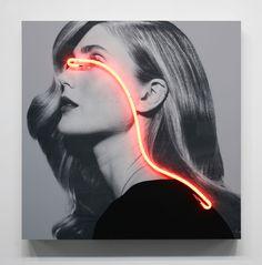 """Modelos fotografiadas en blanco y negro cegadas por unos neones de colores es lo que veremos en la colección """"Blindness Light"""" del artista español Javier Martin."""