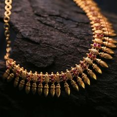 Check out the latest gold necklace designs for 2020 with our extensive list.We have covered Rani haar,Kundan necklace,polki necklace,meenakari necklace etc. Jewelry Design Earrings, Emerald Jewelry, Jewelry Sets, Gold Jewellery, Kerala Jewellery, Bridal Jewellery, Jewellery Designs, Handmade Jewellery, Indian Jewelry