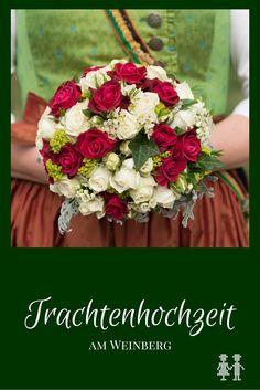 Sophie im Grinzinger Dirndl und Isti im Kärntner Anzug: das ist eine farbenfrohe und fröhliche Trachtenhochzeit am Weinberg