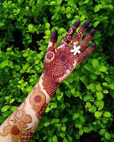 Check beautiful & simple arabic mehndi designs 2020 that can be tried on wedding. Shaadidukaan is offering variety of latest Arabic mehandi design photos for hands & legs. Henna Hand Designs, Dulhan Mehndi Designs, Rajasthani Mehndi Designs, Mehndi Designs Finger, Latest Bridal Mehndi Designs, Floral Henna Designs, Simple Arabic Mehndi Designs, Mehndi Designs For Girls, Mehndi Designs For Beginners