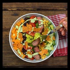 Salat Mexican Style - Pin to Pin Mexican Street Corn Salad, Mexican Street Food, Roasted Sweet Potato Cubes, Keto Egg Salad, Taco Salat, Mexican Style, Vegetable Side Dishes, Side Dish Recipes, Potato Recipes