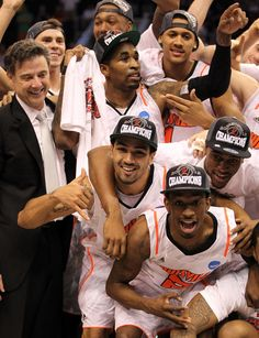 University of Louisville Final Four/Big East Champs! Man I love Louisville basketball. Louisville Cardinals Basketball, Basketball Teams, College Basketball, Singing The National Anthem, University Of Louisville, Final Four, Sport Icon, Team Player, My Face Book