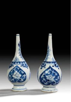 A Pair Of Chinese Blue And White Porcelain Rosewater Sprinklers, Qing Dynasty, Kangxi Period (1662-1722). Photo Gibson Antiques.