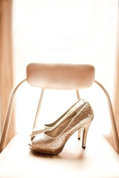 Gold heels for a glam wedding!