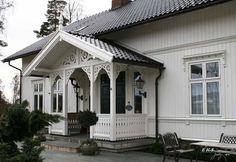 EKS Design Sveitserhus Stil Norway high ceilings, 2 rooms deep with southern exposure This Old House, My House, German Houses, Stone Cottages, Villa, House Entrance, White Houses, Modern Kitchen Design, Victorian Homes