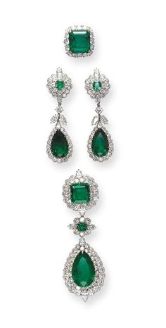 Suite of Emeral and Diamond Jewelry, by Van Cleef & Arpels Jewelry Stores, Jewelry Sets, Jewelry Accessories, Fine Jewelry, Jewelry Design, Jewelry Trends, Jewellery Shops, Copper Jewelry, Emerald Earrings