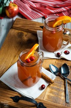 Old Fashioned Wassail takes apple juice, cranberry juice, pineapple juice, and spices and transforms them into the ultimate winter warm-you-up drink! Gourmet Recipes, Crockpot Recipes, Cooking Recipes, Healthy Recipes, Yummy Recipes, Cake Recipes, Recipies, Hot Wassail Recipe, Dole Pineapple Juice