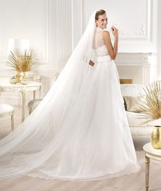 Pronovias presents the Yesalem wedding dress. Atelier Pronovias 2014. | Pronovias