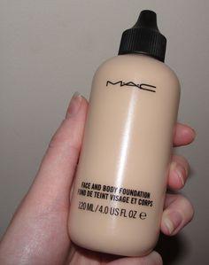MAC Face and Body Foundation: Base líquida com cobertura leve a média, proporciona a construção da pele e um acabamento natural de pele impecável. Além de hidratante é resistente à agua e possui alta duração. Agora em dois tamanhos, incluindo o novo com 50 ml. Quanto: R$ 135,00 na MAC ou na Sephora.