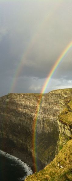 Ireland road trip! Cliffs of Moher, rainbows, and a lot of green!