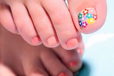 Best Pedicure Flower Designs French Tips Ideas Crazy Nails, Love Nails, Pretty Nails, Shellac Pedicure, Red Toenails, Glitter Toes, Cute Pedicures, French Tip Nails, French Tips