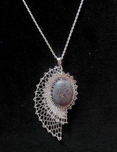 Risultati immagini per bobbin lace jewellery Romanian Lace, Bobbin Lacemaking, Bobbin Lace Patterns, Wire Crochet, Lace Heart, Lace Jewelry, Linens And Lace, Needle Lace, Beads And Wire