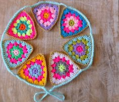 Granny garland made by jans schwester. Free pattern in Dutch by Wimke here