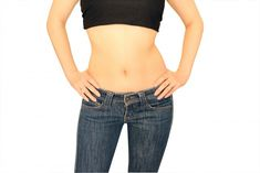 """30秒腹筋・フリパラツイストのやり方をご紹介します。 たった30秒腰を振るだけで腹筋がきたえられ、美しいくびれが作れるそうです。 簡単な動きですが、なんと腹筋運動100回分にも相当するとのこと。 """"今年中に腹筋を割るのが目標!""""という めんどくさがりのガッキーにもおすすめの簡単腰振り体操です。"""