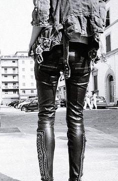 Rockandroll, hardrock, rocker, woman, trousers, leather, #placidodelarosa #belts, fashion, luxury #rollingstone