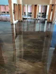 This is a recently completed metallic epoxy floor in Beaumont, Tx by Old World C. - Epoxy - This is a recently completed metallic epoxy floor in Beaumont, Tx by Old World Concrete design. Epoxy Floor Basement, Epoxy Garage Floor Coating, Garage Floor Coatings, Garage Flooring, Epoxy Floor Diy, Epoxy Floor Designs, Walkout Basement, Beton Design, Concrete Design