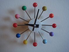 Barbie Clock made from pins Barbie House Furniture, Modern Dollhouse Furniture, Doll Furniture, Barbie Doll House, Barbie Dream House, Muñeca Diy, Easy Diy, Girls Dollhouse, Little Doll