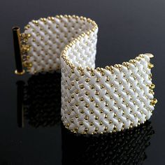 Superduo beaded bracelet   http://www.sashe.sk/kacenkag/detail/bielo-zlaty