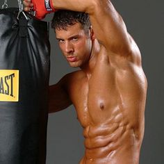 Repin if you think Justin Woltering is one of the hottest trainer in America.