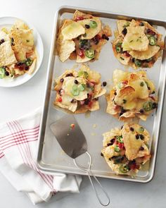 Individual Nachos // great for portion control and totally adorable #gameday #appetizer