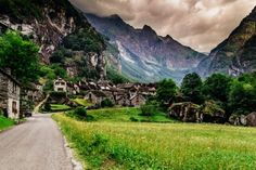 Thinking about road tripping Switzerland? GO! Renting a car through Auto Europe gave us the ability to explore this beautiful country with ease. Read more at www.thefivefoottraveler.com