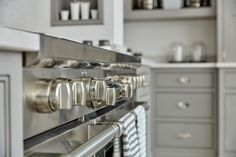 Mashup Monday Inspired English Kitchen Details from Tom Howley - Slave to DIY Easter Hot Cross Buns, Tom Howley Kitchens, Grey Painted Kitchen, Open Plan Kitchen Living Room, Shaker Style Doors, Kitchen Views, English Kitchens, Bespoke Kitchens, Luxury Kitchens