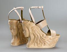 Super buty na koturnie całe z drewna #moda #fashion #butynakoturnie #butyElfy