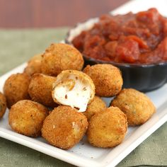 Fried Bocconcini (mozarella balls) with Spicy Tomato and Garlic Chutney I Love Food, Good Food, Yummy Food, Appetizer Recipes, Appetizers, Cheese Recipes, Potato Recipes, Garlic Chutney, Tomato Chutney