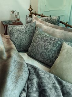 A classic and cosy bed in anthracite and linen shades with our designs Versailles and Chamisso. Scatter Cushions, Throw Pillows, Cosy Bed, Linen Shop, Guest Suite, House In The Woods, Linen Fabric, Guest Room, Home Accessories