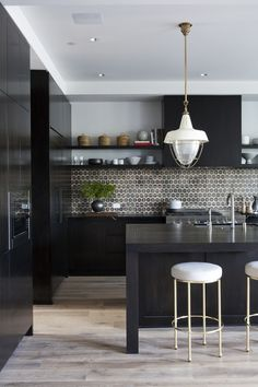 25 Inspiring Black Kitchens for Modern Home Design : White Kitchen Stools With Black Kitchen Countertop Design