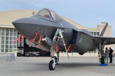 """De twee JSF's van de Koninklijke Luchtmacht gaanweer terug naarde Verenigde Staten. De toestellen maakten in de afgelopen weken diverse rondvluchten boven Nederland.Volgens de luchtmacht zijn de toestellen """"totaal uitgeput"""". De beide F35 Joint Strike Fighters trokken veel bekijks bij de vliegshows tijdens de Luchtmachtdagen. Inmiddels zijn de JSF's vertrokken vanaf vliegbasis Leeuwarden voor hun terugvlucht naar Amerika. Dat meldt [...]"""